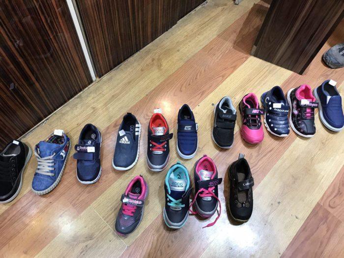 توزیع کفش بین دانش آموزان