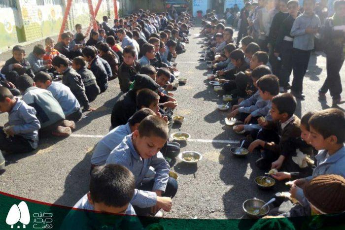 اجرای طرح تغذیه در مدرسه بلوچی در منطقه شهرک بهار